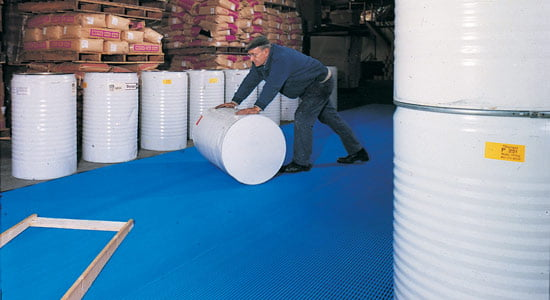 Floor protection mat for a warehouse